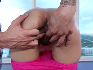 Hot Facial For The Yoga Slut In Hot Pink Pants